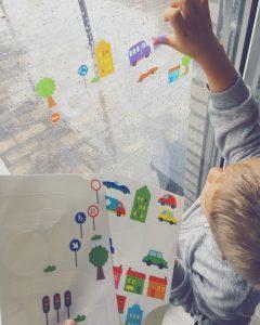 Herbruikbare raamstickers van Action - Reizen met kinderen TIP