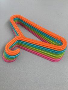 Gekleurde Kinder kleerhanger - Ikea shoplog Lievelyne