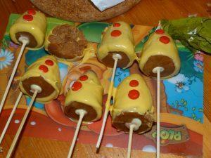 Cake pops in vorm van een Bumba hoed