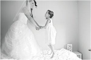 mama en dochter bruidsfoto bruidsmeisje - Lievelyne