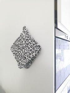 luipaard pannenlap zwart wit - LIEVELYNE shoplog Action