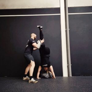 Crossfit handstands - Darkrow Crossfit - LIEVELYNE
